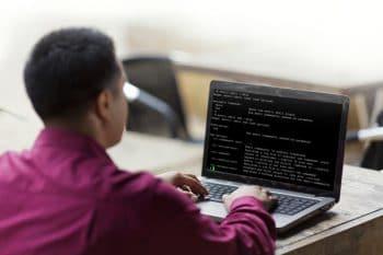 90498-elv-man_laptop_linkedin_rgb-original-1365625587